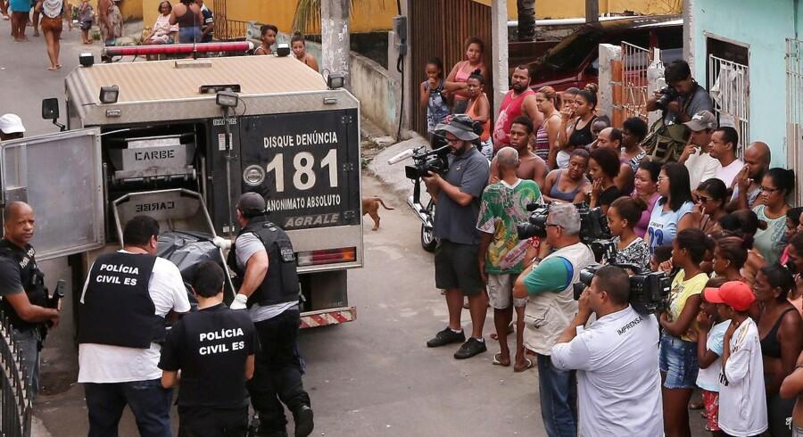 Flere end 1200 politibetjente i den brasilianske delstat Espírito Santo var søndag tilbage i deres uniform efter en otte dage lang strejke.