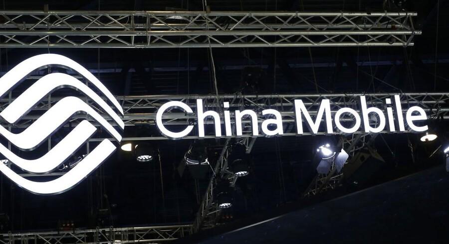 Kinesiske virksomheder skal skrue ned for skiltningen af deres ophav og får forbud mod at bruge bl.a. »Kina« i deres navne - medmindre man er et statsejet selskab som her China Mobile, verdens største mobilselskab. Arkivfoto: Pau Barrena, AFP/Scanpix