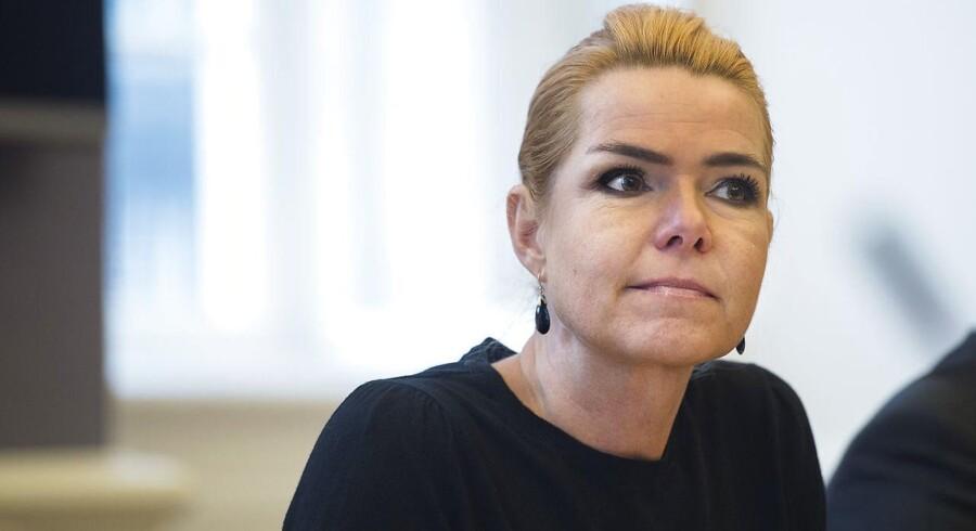 Udlændinge- og integrationsminister Inger Støjberg (V) markerer torsdag, at der nu er indgået 1.000 aftaler om integrationsgrunduddannelsen, IGU. Hun erkender samtidig, at det har taget tid at løbe trepartsaftalens kronjuvel i gang.