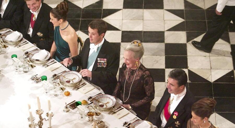Ved statsrådsmiddagen 8. oktober 2003 blev en royal forlovelse fejret. Samme dag var kronprins Frederik og Mary Donaldson officielt blevet forlovet, og regeringen og kongefamilien var samlet til middag på Fredensborg Slot om aftenen.