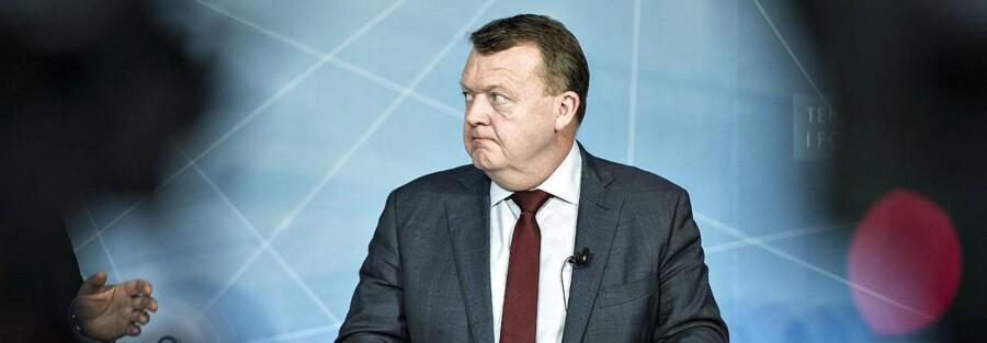 """Statsminister Lars Løkke Rasmussen præsenterer her """"Strategi for Danmarks digitale vækst"""" på et pressemøde i Herning, tirsdag den 30. januar 2018. Pressemødet, der er en opfølgning på to dages møde i Disruptionsrådet , foregik på Aarhus Universitets Institut for Forretningsudvikling og Teknologi, der er placeret i Birk Centerpark i Herning."""