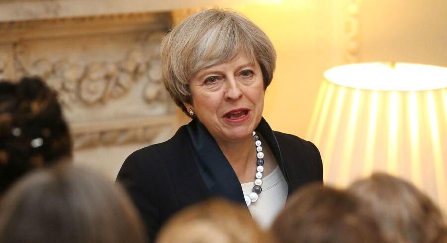 Den britiske premierminister, Theresa May, kæmper for at undgå en stor milliardbetaling ved briternes udmeldelse af EU, og ved EU-topmødet torsdag skal hun også forholde sig til risikoen for en milliardbøde fra EU for ikke at have gjort nok ved svindel med import til EUs toldunion fra Kina. Foto: AFP