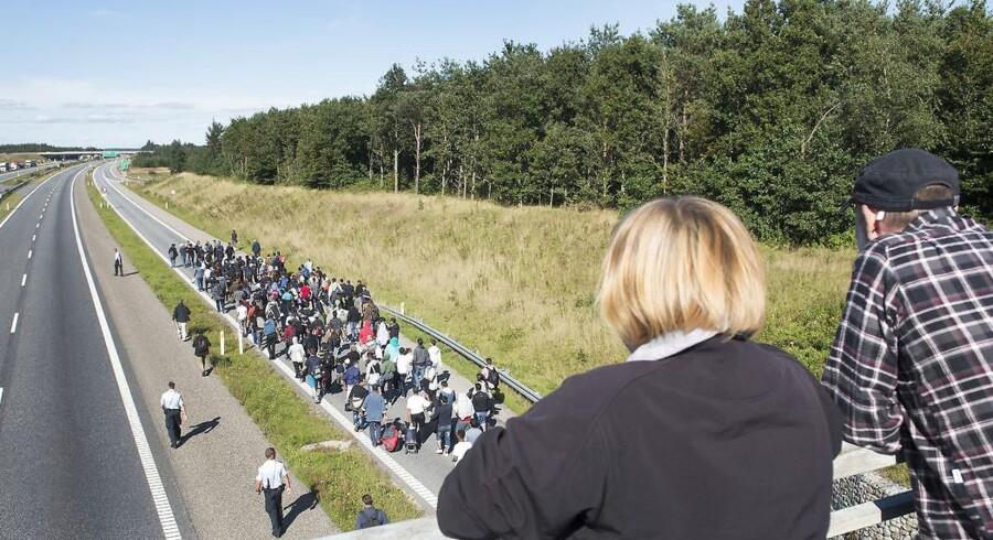 Flygtninge på motorvejen nord for Padborg i august 2015.