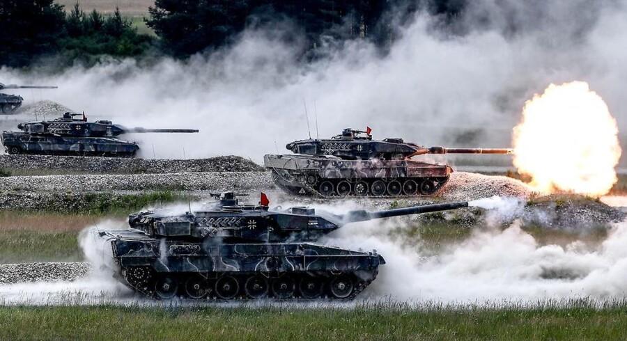 Tyske kampvogne deltager i den internationale øvelse »Strong Europe« i .Grafenwoehr, Tyskland. Det er på tide, at Tyskland bidrager mere til NATO.