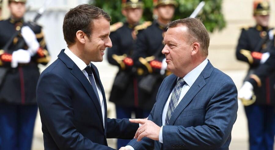 Danmark er med i kampen for Parisaftalen, har statsministeren forsikret den franske præsident om.