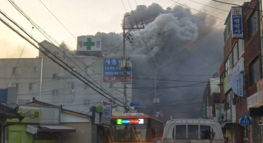 En voldsom dødsbrand har har hærget et hospital i Sydkorea.