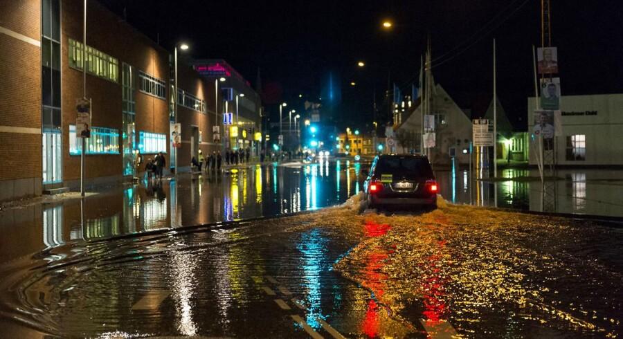 Stormen Ingolf var søndag aften skyld i oversvømmelser i Horsens. Især området ved Bilka var hårdt ramt.