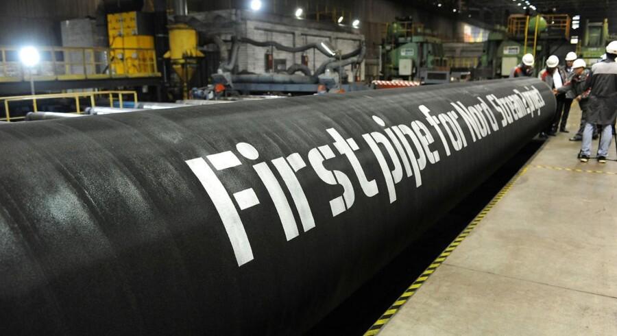 USA advarer mod et dansk ja til russisk gasledning - - - HANDOUT-FOTO d. 24. marts 2017 af dele af gasledningen Nord Stream 2, der bliver leveret til den tyske ø Rügen.Se RB 7/3 2017 17.32. Løkke venter snarligt svar fra EU om russisk gasledningDet er begrænset, hvad Danmark kan gøre selv for at hindre russisk gasledning gennem dansk farvand.