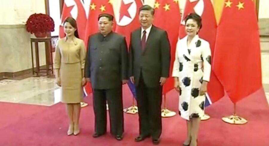 """Kim har inviteret Xi """"på et officielt besøg i Nordkorea på et passende tidspunkt, og invitationen blev accepteret med glæde"""", rapporterer det nordkoreanske statsmedie KCNA ifølge nyhedsbureauet AFP. CCTV via Reuters"""