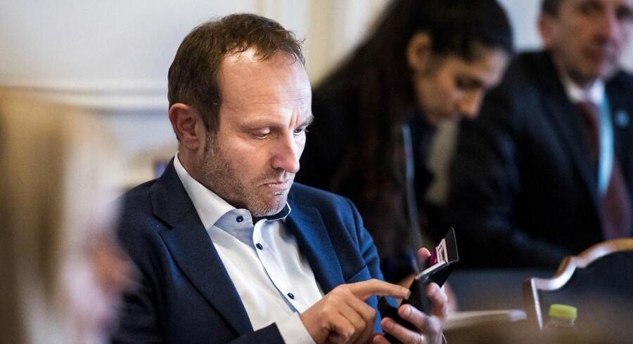 Det Udenrigspolitiske Nævn skal tirsdag til Rusland, men ifølge en anbefaling fra Folketingets IT-afdeling skal de lade deres smartsphones blive hjemme. (Foto: Ólafur Steinar Gestsson/Scanpix 2016) Udenrigspolitisk nævn. Martin Lidegaard