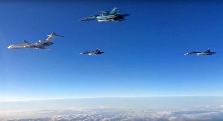 Arkivfoto: Ministeriet siger, at et russisk Tupolev TU-154 (tv.) fly blev sporet syd for Porvoo, og at grænsevagter er ved at undersøge sagen.