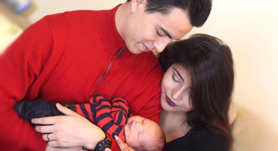 Alfredo og Nathalia Barajas med deres lille søn, der deler navn med faderen.