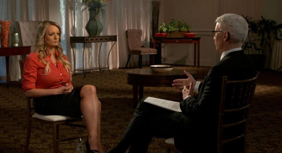 Pornostjernen Stormy Daniels fortæller i et interview med CBS, , at hun blev truet af en mand på en parkeringsplads i Las Vegas i 2011, da hun forsøgte at sælge sin historie om affæren med Donald Trump.
