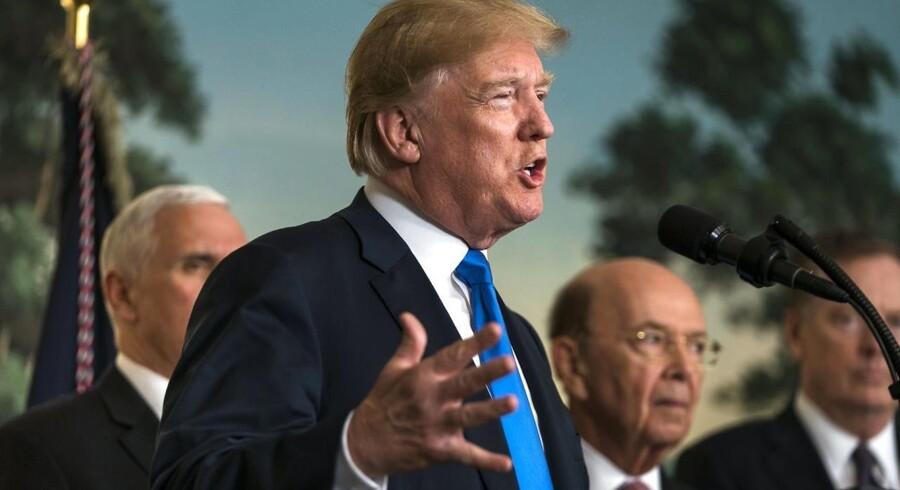 EU og en række store lande retter på et møde i WTO skarp kritik af USA's ståltold og sår tvivl om USA's begrundelse for den. Det skriver Reuters.