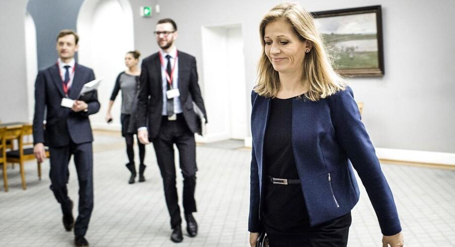 DFs Marie Krarup angriber kontroversielt Forsvarets Efterretningstjeneste, FE, for at overdrive truslen fra Rusland i et forsøg på at dække over værre trusler. Det skriver Jyllands-Posten.