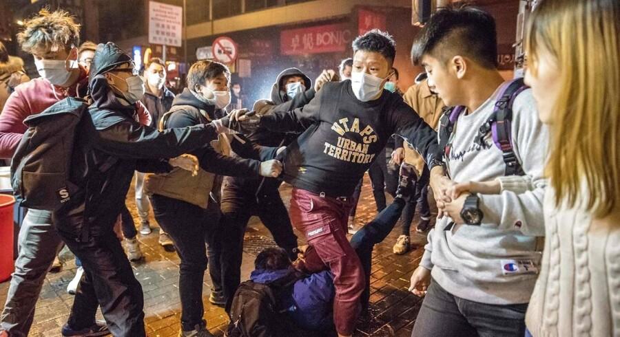 Leung var fængslet, inden han fik dommen, fordi han i januar i år erklærede sig skyldig i overgreb på en politimand under sammenstødene i 2016. Dette var blevet takseret med et års fængsel. / AFP PHOTO / Terry WONG