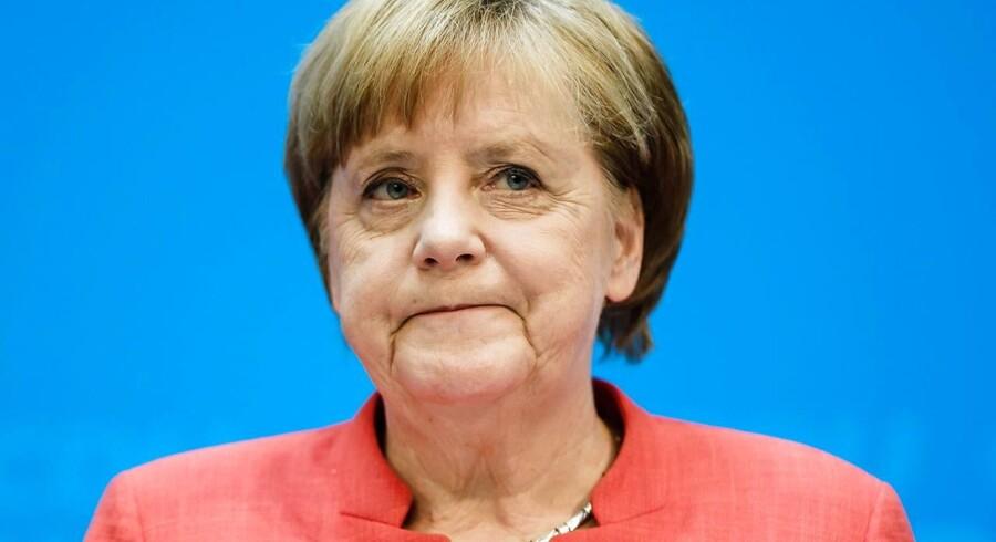 Flere toldbarrierer og en øget uro på den politiske scene i Tyskland kan lægge en dæmper på økonomien for naboen i syd.