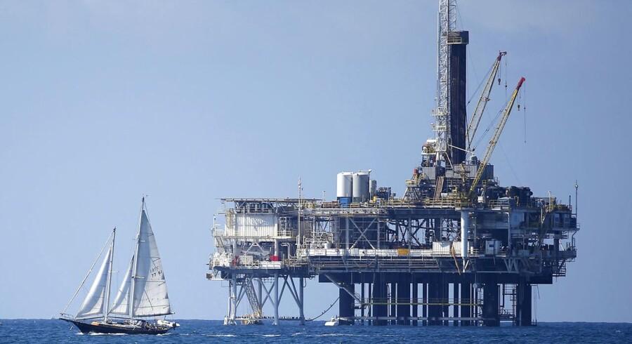 Olieprisen er styrtdykket, og er noget det laveste niveau i syv måneder.