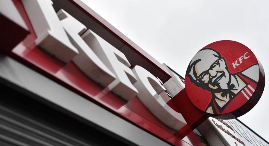 Arkivfoto. KFC løber tør for kylling: Lukker 900 butikker i Storbritannien