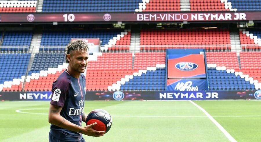 Den unge angriber er allerede en populær mand i Paris, selvom han ikke har spillet fodbold for holdet endnu.