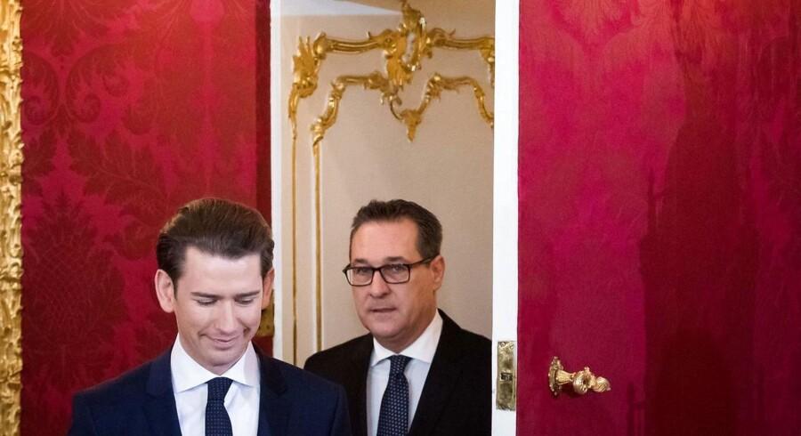 Med seks ministerposter til højrepartiet FPÖ bliver Østrigs nye regering en af de mest udlændingeskeptiske i Europa. Nu skal den konservative kansler Sebastian Kurz (tv.) bevise, at han kan tøjle regeringspartnerens Heinz-Christian Straches (th.) prorussiske og antieuropæiske tilbøjeligheder.