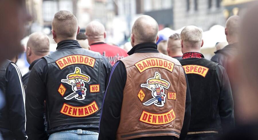 Risikerer dømte bandemedlemmer at blive en eksportvare mellem kommunerne, hvis kommuner med en henvisning til en ny bandepakke kan afskære dømte bandemedlemmer fra at flyye tilbage til den kommune, hvor de begik deres udåd? Politikere på Christiansborg og i kommunerne er uenige.