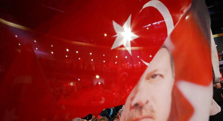 For nylig talte den tyrkiske ministerpræsident Binali Yildirim for 10.000 begejstrede Erdogan-tilhængere i den tyske by Oberhausen. Ifølge avisen BILD planlægger Erdogan selv at afholde valgmøde i Tyskland til april.