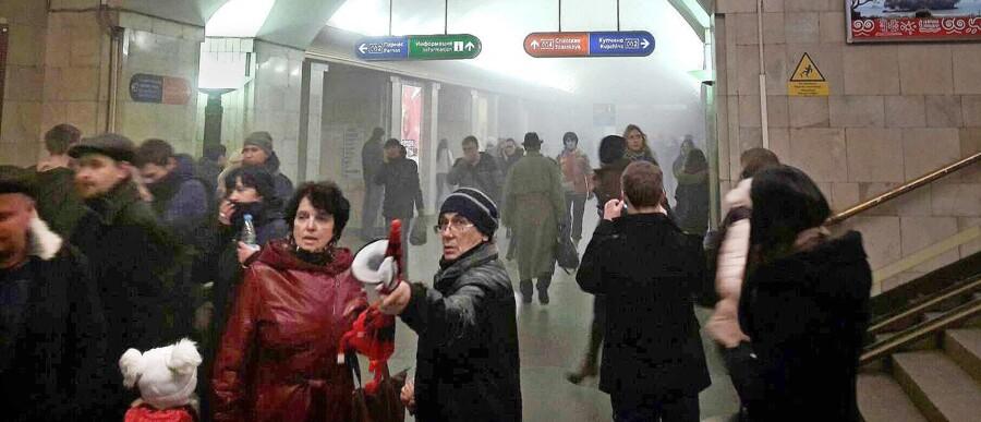 Myndighederne i Skt. Petersborg havde i aftes opgjort antallet af dræbte til ti. Mindst 39 er alvorligt sårede. Der blev fundet yderligere en ueksploderet sprængladning på en anden metrostation i byen. Alle byens 62 metrostationer blev lukket kort efter bombeanslaget.