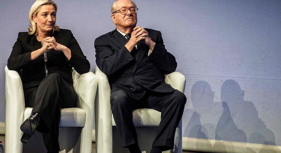 ARKIVFOTO fra 2014: Jean-Marie Le Pen og Marine Le Pen samlet.