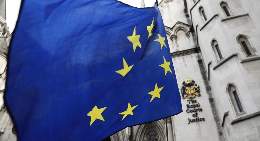Tirsdag måtte EUs udenrigs- og handelsministre opgive at nå til fuld enighed om aftalen, fordi den belgiske regering ikke kan skrive under på den, før regionsparlamentet i Vallonien er med på det.