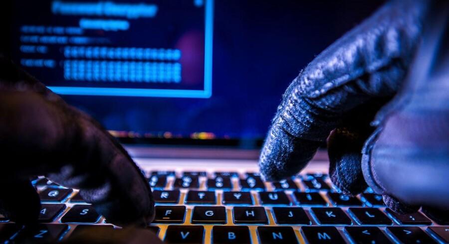 Databedrageri omfatter blandt andet svindel på internettet med kortoplysninger eller NemID-koder, som kriminelle lokker ud af danskerne med de såkaldte phishingmails.