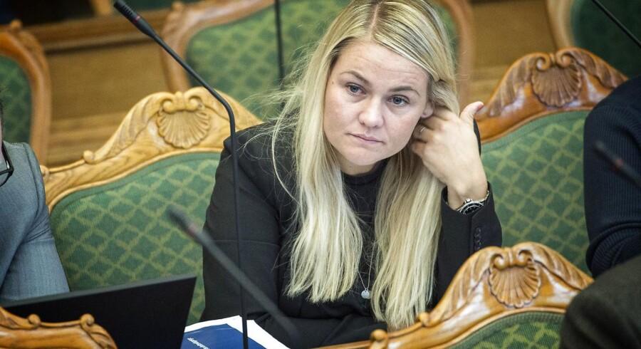 I dag er der åbningsdebat i Folketinget, som ofte varer til aftentimerne. Her skal politikerne debattere om blandt andet statsminister Lars Løkke Rasmussens åbningstale fra tirsdagens åbning af Folketinget. Laura Lindahl (LA).