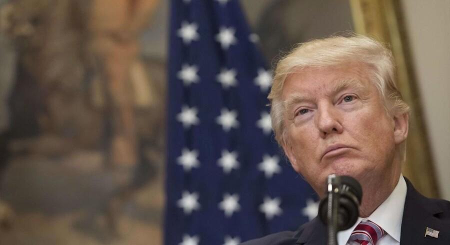 Det vækker uro, at USA's præsident - ifølge et memo fra den forhenværende FBI-chef James Comey - har bremset en undersøgelse af Trumps tidligere rådgiver Michael Flynn, der er under anklage, fordi han angiveligt har haft tætte bånd til Rusland.