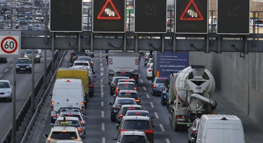 Det er især tunge køretøjer med dieselmotor, der er årsag til forurening med nitrogen dioxid, NO2. Arkivfoto fra Berlin. REUTERS/Fabrizio Bensch