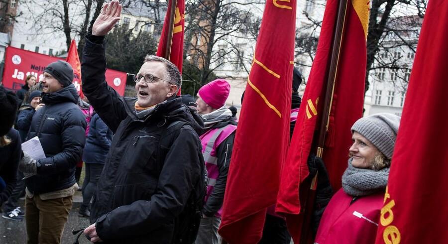 Lærerformand Anders Bondo Christensen er hovedtaler ved tirsdagens demonstration i Esbjerg. Her ses han på vej ind til de vanskelige OK18-forhandlinger i Forligsinstitutionen. Arkivfoto.