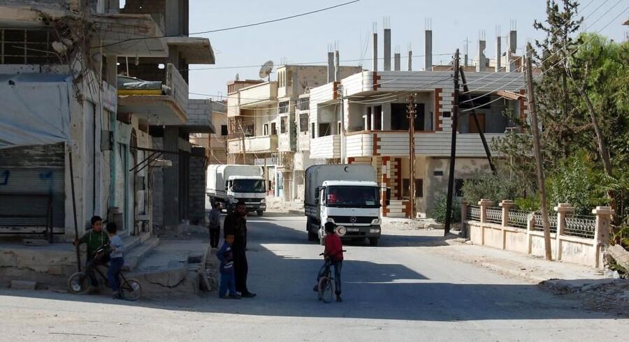 Islamisk Stat har dræbt mindst 128 mennesker i den syriske ørkenby Al-Qaryatayn, som den syriske hær erobrede fra jihadisterne lørdag.