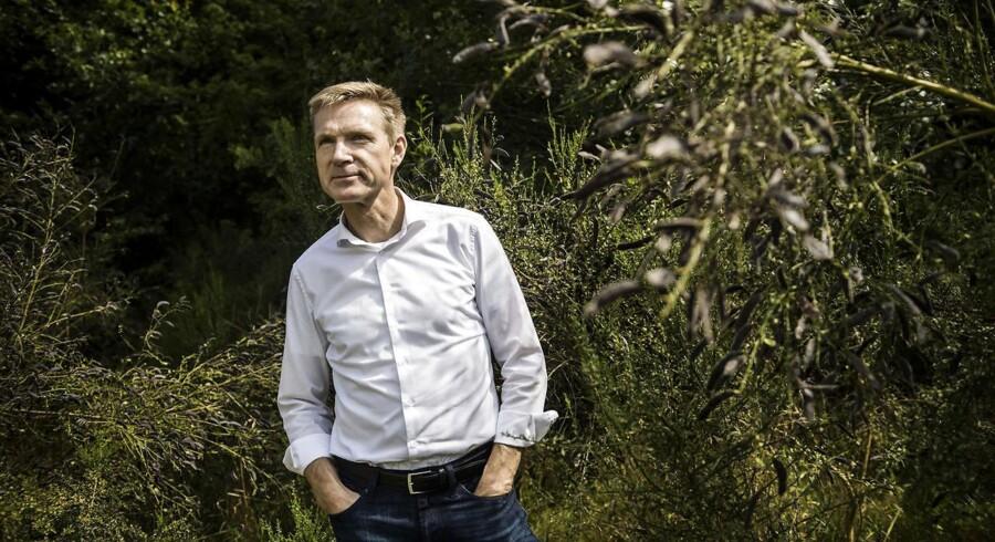 Dansk Folkepartis formand, Kristian Thulesen Dahl, lægger op til at afskaffe licensen og gennemføre massive besparelser i DR. Meldingen kommer i forbindelse med partiets årlige sommergruppemøde, der i disse dage afholdes i Sorø.