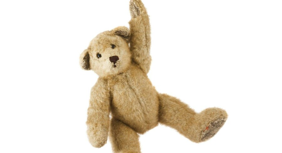 Selv om en bamse og andet legetøj kan se ganske tilforladeligt ud, kan de udnyttes af hackere. Det beviste en 11-årig dreng ved en konference om IT-sikkerhed.