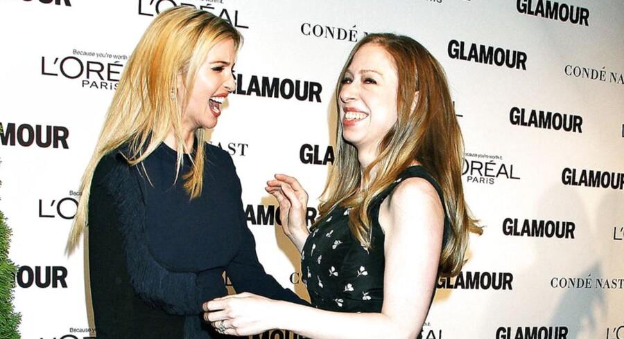 Ivanka Trump and Chelsea Clinton til Glamour Women Of The Year Awards i 2014. De to veninder optræder dog ikke sammen under valgkampen.