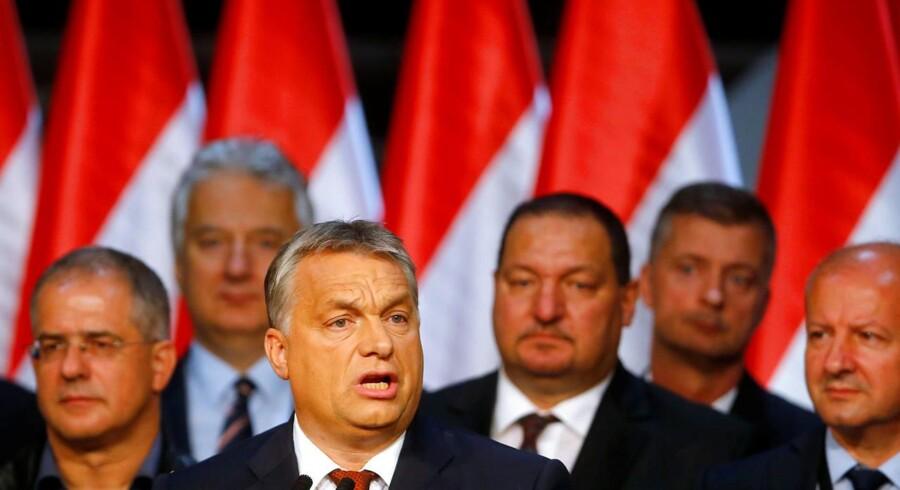 Ungarns premierminister, Viktor Orbán, holder tale efter søndagens ungarske folkeafstemning om EUs asylkvoter. 98 procent stemte nej til asylkvoter, men afstemningen er ugyldig, da valgdeltagelsen på kun godt 40 procent af vælgerne var langt fra de krævede 50 procent. REUTERS/Laszlo Balogh TPX IMAGES OF THE DAY