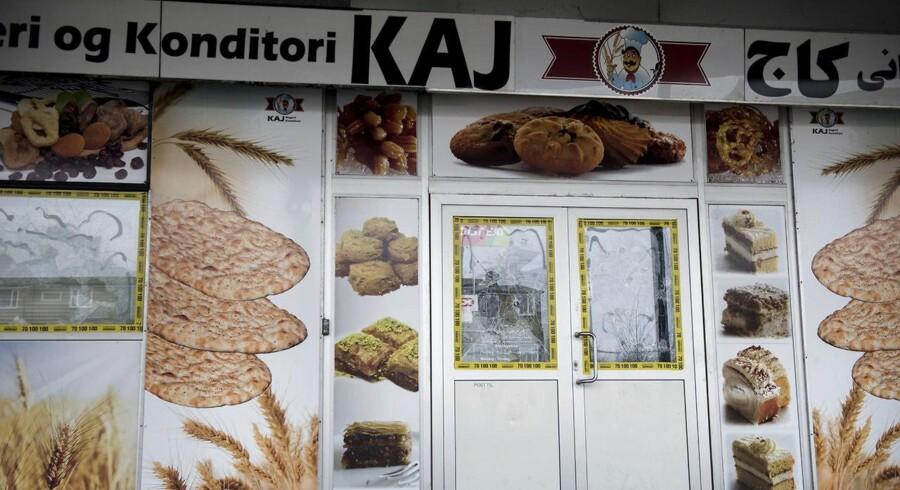Politiet undersøger en mulig sammenhæng mellem hærværket mod Kaj Bageri i forrige weekend og en røverianmeldelse fra et iransk supermarked i Søborg i september.