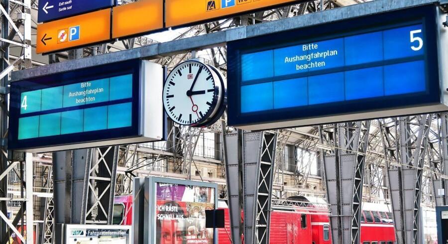 Blandt de mange ofre for weekendens hackerangreb med Wannacry-virussen var Deutsche Bahn, det tyske svar på DSB, hvis skilte på perronerne blev ramt og derfor ikke kunne vise, hvornår næste tog afgik. Arkivfoto: Gernot Hensel, EPA/Scanpix