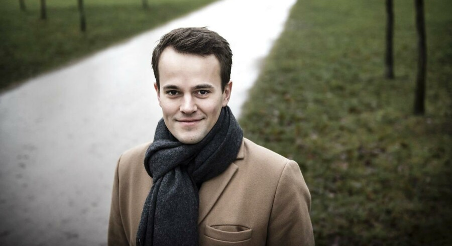 Mads Holmbom kunne ikke komme ind på drømmestudiet med sit gennemsnit fra gymnasiet. Derfor søgte han ind via kvote 2. Tre år senere blev han bachelor i International Business med årgangens højeste gennemsnit.