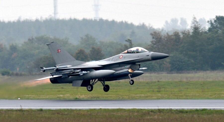 Danske F-16-fly har ikke været med i flyangreb i Syrien og Irak, hvor der har været civile tab. Det oplyser forsvarsminister Peter Christensen. Scanpix/Claus Fisker
