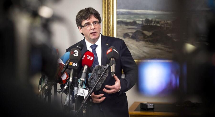 Den catalanske selvstændighedsleder, Carles Puigdemont, holdt pressemøde efter mødet på Christiansborg, som han erklærede kunne blive begyndelsen på at »genetablere demokratiet« i Spanien og Catalonien. Foto: Sofie Mathiassen