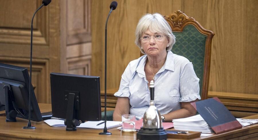 Formand for Folketinget, Pia Kjærsgaard, kritiserer, at så mange politikere får lov til at stemme frit - i stedet for at følge partilinjen.