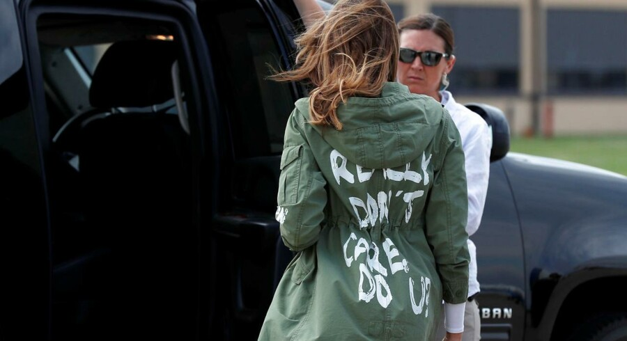 USAs førstedame, Melania Trump, iført en jakke med påskriften »I really don't care. Do U?« har vakt opstandelse og diskussion.