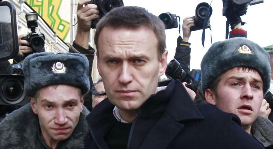 Den russiske oppositionspolitiker og præsidentkandidat Aleksej Navalnyj er jævnligt blevet anholdt i forbindelse med demonstrationer mod Ruslands præsident, Vladimir Putin. Nu er han blevet anklaget for bedrageri.