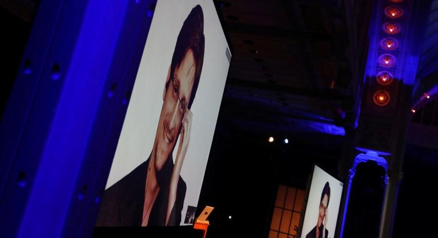 Edward Snowden forsvarede i New York via videoskærm sin afsløring af USAs overvågning. Foto: Shannon Stapleton/Reuters