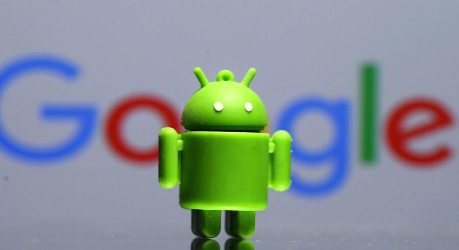 Langt flere danske Android-telefoner bruger en gammel udgave af Googles mobilstyresystem i forhold til nordmændenes og svenskernes telefoner. Arkivfoto: Dado Ruvic, Reuters/Scanpix